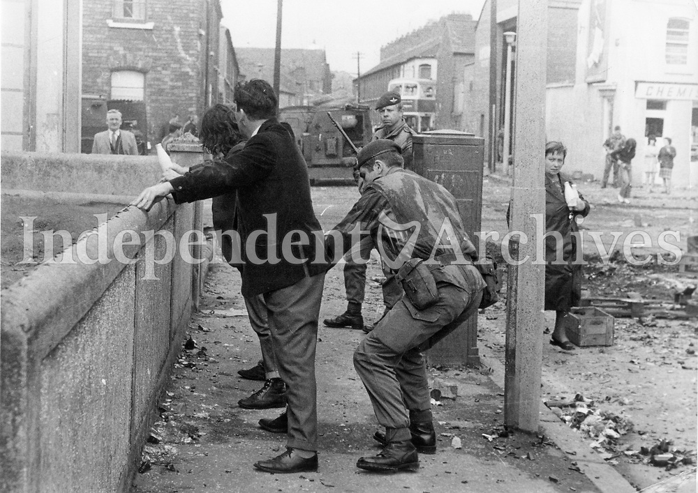 Scenes from 1970s Belfast. (Part of the Independent Newspapers Ireland/NLI Collection)