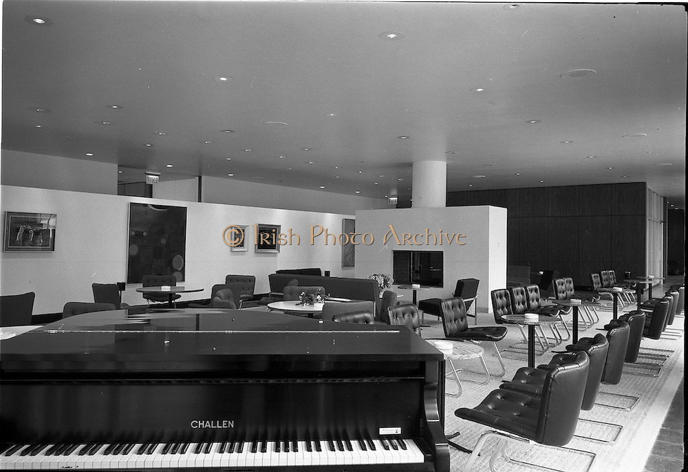 23/05/1963<br /> 05/23/1963<br /> 23 May 1963<br /> The Intercontinental Hotel,  Dublin.<br /> Images of the recently opened Intercontinental hotel for the Cork Examiner. Image shows a section of the lounge with piano.