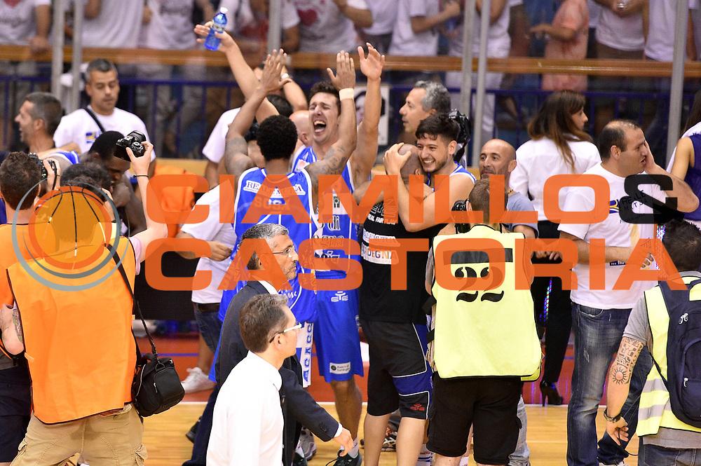 DESCRIZIONE : Campionato 2014/15 Serie A Beko Grissin Bon Reggio Emilia - Dinamo Banco di Sardegna Sassari Finale Playoff Gara7 Scudetto<br /> GIOCATORE : team<br /> CATEGORIA : esultanza postgame<br /> SQUADRA : Banco di Sardegna Sassari<br /> EVENTO : Campionato Lega A 2014-2015<br /> GARA : Grissin Bon Reggio Emilia - Dinamo Banco di Sardegna Sassari Finale Playoff Gara7 Scudetto<br /> DATA : 26/06/2015<br /> SPORT : Pallacanestro<br /> AUTORE : Agenzia Ciamillo-Castoria/GiulioCiamillo<br /> GALLERIA : Lega Basket A 2014-2015<br /> FOTONOTIZIA : Grissin Bon Reggio Emilia - Dinamo Banco di Sardegna Sassari Finale Playoff Gara7 Scudetto<br /> PREDEFINITA :