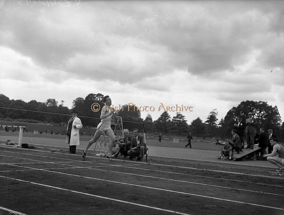 02/07/1960<br /> 07/02/1960<br /> 02 July 1960<br /> A.A.U. All-Ireland Championships 1960, Santry Stadium, Dublin. C. Shillington, D.U.H. A.C., wins the 1 Mile Final in a time of 4mins. 6.7secs.