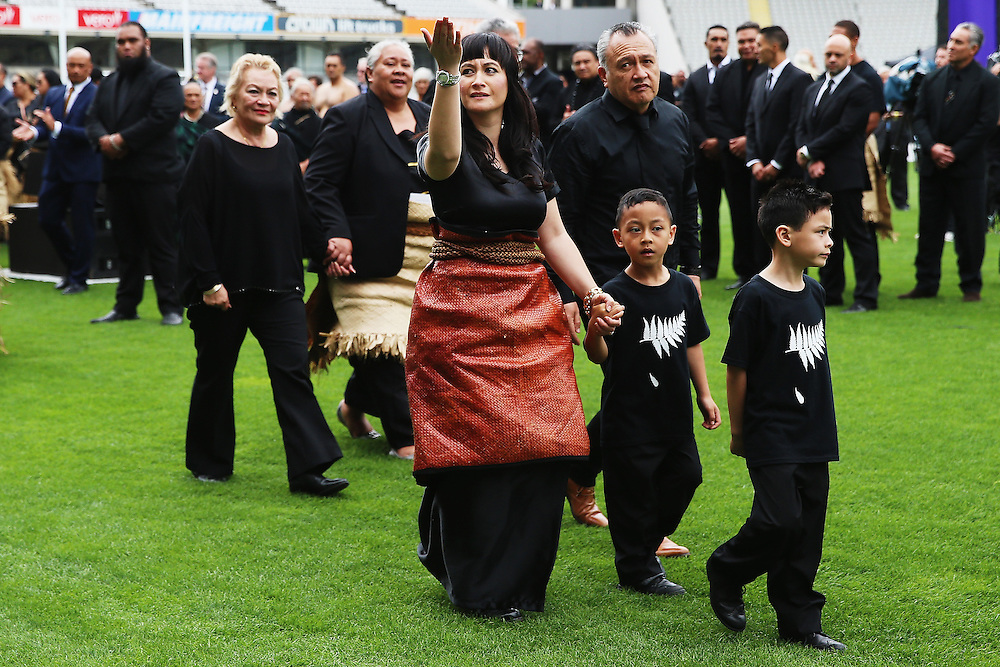 Widow of Jonah Lomu, Nadene Lomu thanks the crowd with her two sons Brayley Lomu and Dhyreille Lomu, her mother Lois Kuiek and father Mervyn Kuiek as they depart  the Remembering former All Black Jonah Memorial Service, Eden Park,, Auckland New Zealand, Monday, November 30, 2015. Credit:SNPA / Getty, Hannah Peters **POOL**