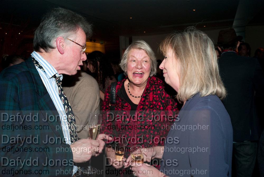 ANDREW BARROW; LYNN BARBER, Launch of Nicky Haslam's book Redeeming Features. Aqua Nueva. 5th floor. 240 Regent St. London W1.  5 November 2009.  *** Local Caption *** -DO NOT ARCHIVE-© Copyright Photograph by Dafydd Jones. 248 Clapham Rd. London SW9 0PZ. Tel 0207 820 0771. www.dafjones.com.<br /> ANDREW BARROW; LYNN BARBER, Launch of Nicky Haslam's book Redeeming Features. Aqua Nueva. 5th floor. 240 Regent St. London W1.  5 November 2009.