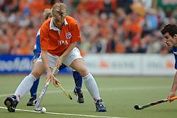 05-06-2005 HOCKEY: FINALE PLAYOFFS: BLOEMENDAAL-ORANJE ZWART: BLOEMENDAAL<br /> De hockeyers van Oranje Zwart zijn voor het eerst in hun bestaan landskampioen geworden. De Eindhovense club klopte Bloemendaal in het beslissende play-off-duel met 3-1 / <br /> Nick Meijer<br /> ©2005-WWW.FOTOHOOGENDOORN.NL