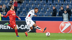 20.10.2016, Red Bull Arena, Salzburg, AUT, UEFA EL, FC Red Bull Salzburg vs OGC Nizza, Gruppe I, im Bild Andreas Ulmer (FC Red Bull Salzburg), Alassane Plea (OGC Nice) // Andreas Ulmer (FC Red Bull Salzburg), Alassane Plea (OGC Nice) during the UEFA Europa League group I match between FC Red Bull Salzburg and OGC Nizza at the Red Bull Arena in Salzburg, Austria on 2016/10/20. EXPA Pictures © 2016, PhotoCredit: EXPA/ JFK