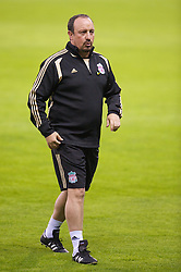 MADRID, SPAIN - Tuesday, October 21, 2008: Liverpool's manager Rafael Benitez during training at the Vicente Calderon ahead of the UEFA Champions League Group D match against Club Atletico de Madrid. (Photo by David Rawcliffe/Propaganda)