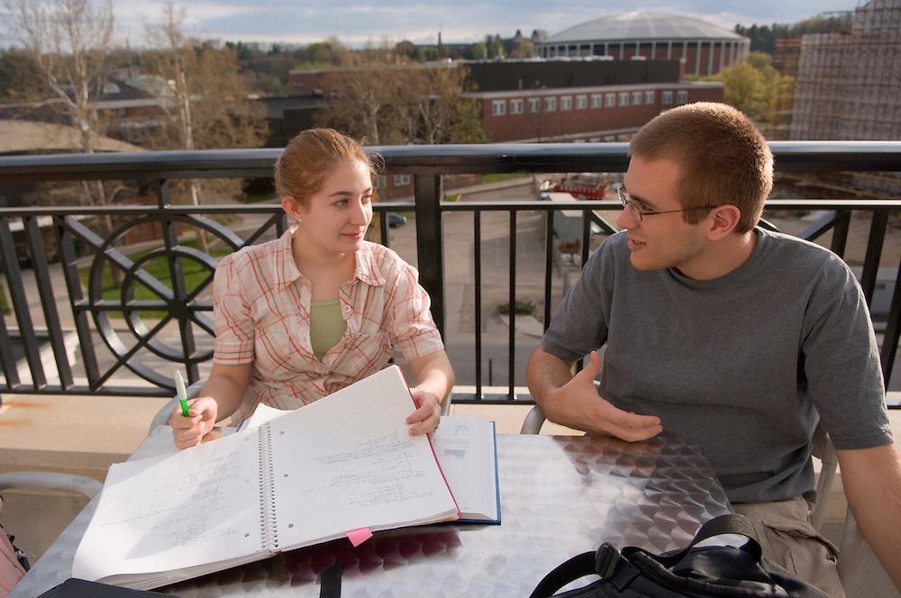 18653Campus Spring...Ryan Braid & Ashley Needs