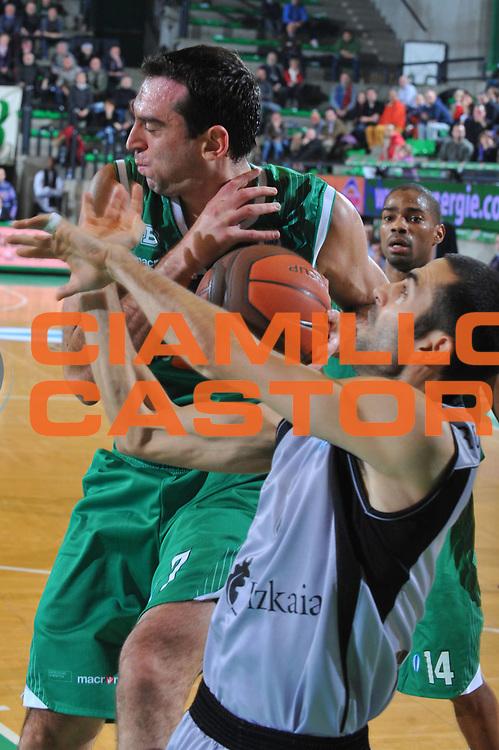 DESCRIZIONE : Treviso Eurocup 2009-10 Regular Season Benetton Gioco Digitale Bilbao Basket<br /> GIOCATORE : Jasmin Hukic<br /> SQUADRA : Benetton Gioco Digitale<br /> EVENTO : Eurocup 2009 - 2010<br /> GARA : Benetton Gioco Digitale Bilbao Basket<br /> DATA : 26/01/2010<br /> CATEGORIA : Rimbalzo<br /> SPORT : Pallacanestro<br /> AUTORE : Agenzia Ciamillo-Castoria/M.Gregolin<br /> Galleria : Eurocup 2009<br /> Fotonotizia : Berlino Eurocup 2009-10 Regular Season Benetton Gioco Digitale Bilbao Basket<br /> Predefinita :