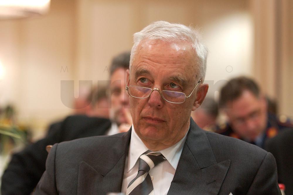 29 MAR 2004, BERLIN/GERMANY:<br /> Wolf-Peter Denker, Leiter der Repraesentanz Berlin, EADS Deutschland GmbH, Berliner Agenda, Hotel Palace<br /> IMAGE: 20040329-01-122