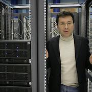 CERN di Ginevra 13/02/07, il nuovo impianto dell'acceleratore LHC (Large Hadron Collider)  lungo 27 km ad una profondità media di 80 metri... nella foto Claudio Grandi nel Centro di calcolo dei dati provenienti da vari esperimenti....fotografia di Michele D'Ottavio