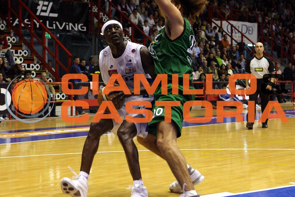 DESCRIZIONE : Napoli Lega A1 2006-07 Eldo Napoli Montepaschi Siena<br />GIOCATORE : Sesay<br />SQUADRA : Eldo Napoli<br />EVENTO : Campionato Lega A1 2006-2007 <br />GARA : Eldo Napoli Montepaschi Siena<br />DATA : 03/02/2007<br />CATEGORIA : Palleggio<br />SPORT : Pallacanestro <br />AUTORE : Agenzia Ciamillo-Castoria/G.Ciamillo