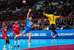 05-12-2019 JAP: Cuba - Slovenia, Kumamoto<br /> Fourth match groep A at 24th IHF Womenís Handball World Championship. Slovenia win 39 - 26 of Cuba / Indiana Cedeno Ramos #12 of Cuba, Tjasa Stanko #10 of Slovenia