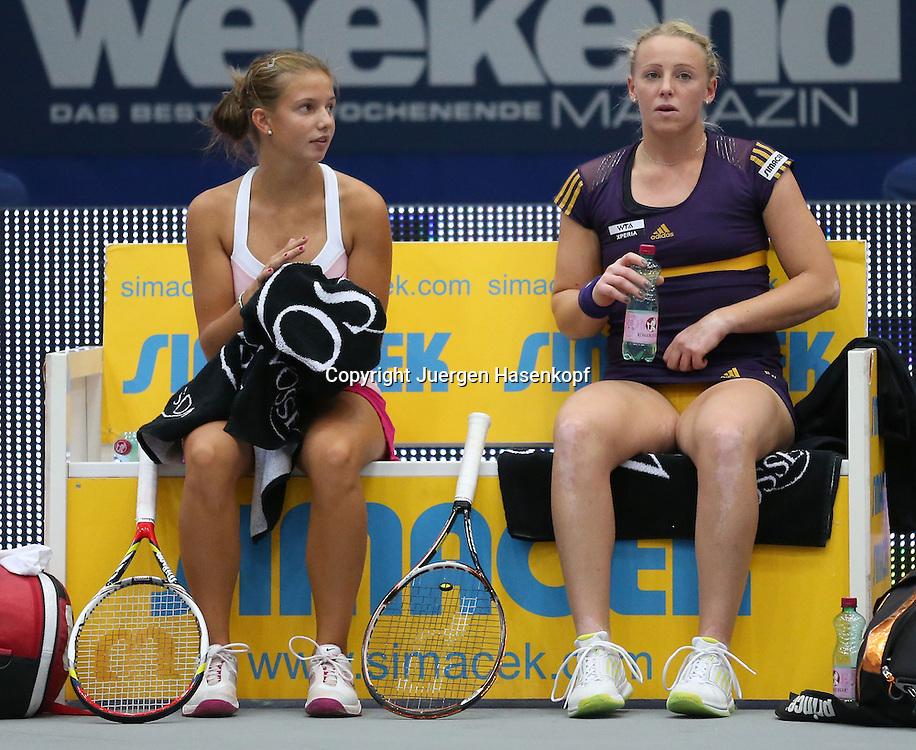Generali Ladies Linz  2012,WTA Tour, Damen.Hallen Tennis Turnier in Linz, Oesterreich,.L-R. Barbara Haas und Doppelpartnerin Patricia Mayr-Achleitner (beide AUT) sitzen auf der Bank waehrend der Spielpause,Ganzkoerper,Querformat,