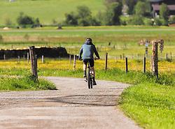 THEMENBILD - ein Mann fährt auf seinem Mountainbike (Annahme e-Bike) auf einem Feldweg, aufgenommen am 23. Mai 2019, Kaprun, Österreich // a man riding his mountain bike (acceptance e-bike) on a dirt road on 2019/05/23, Kaprun, Austria. EXPA Pictures © 2019, PhotoCredit: EXPA/ Stefanie Oberhauser