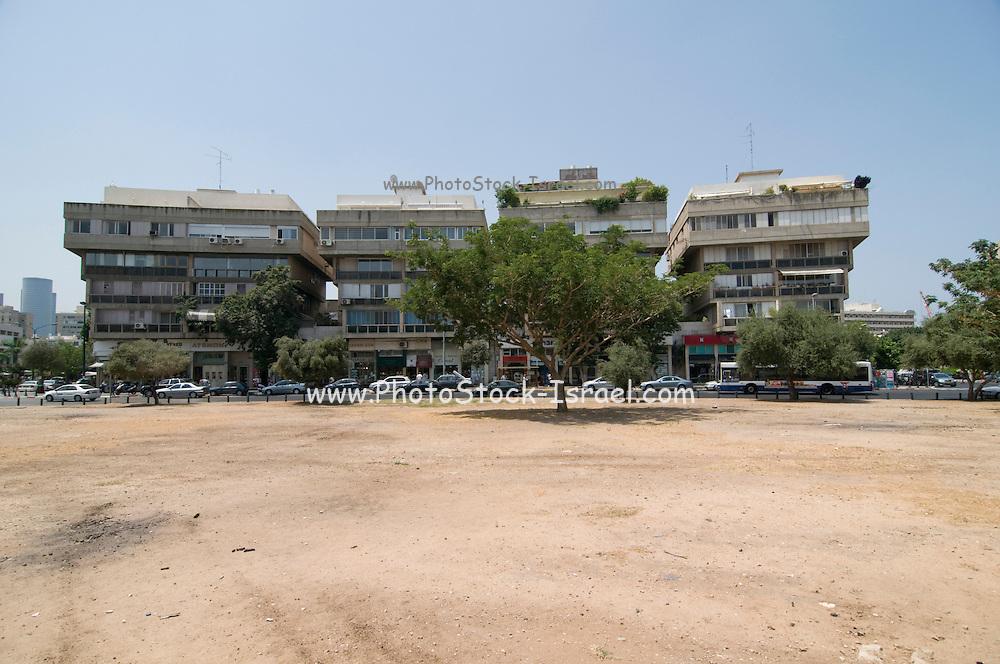 Israel. Tel Aviv, Kikar Hamedina, Hamedina circle, Exclusive shopping district June 2008