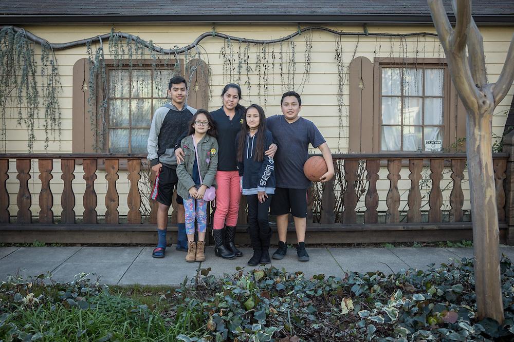 Maria Fernandez with her kids, Carlos (14), Dali (10), Adela (9) and nephew Yahir (13) on Washington Street in Calistoga  daliguerreo@gmail.com