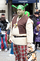 Parata dei carri di carnevale, Gallipoli (LE) 2011. I personaggi del film Shrek vanno sempre per la maggiore nonostante siano passati diversi anni dal lancio...Parade of carnival, Gallipoli (LE) 2011. The characters in the Shrek movies are always present in spite of several years have passed since the launch.