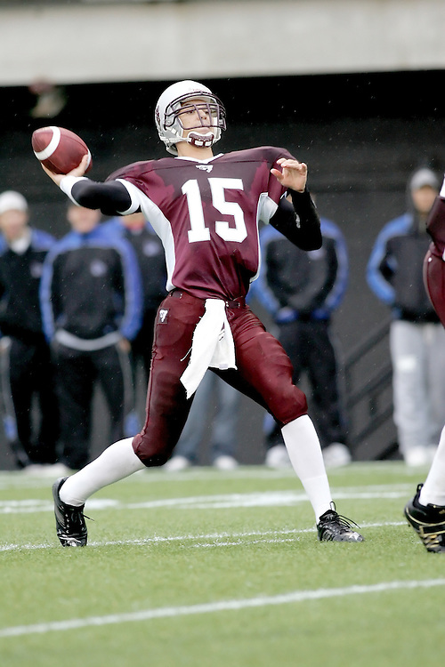 (06/10/2007--Ottawa) University of Ottawa Gees Gees men's football team defeating the Queen's University Golden Gaels 13-12. The player photographed in action is Joshua Sacobie