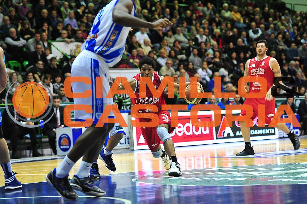 DESCRIZIONE : LegaBasket Serie A 2013-14 Dinamo Banco di Sardegna Sassari - Victoria Libertas Pesaro<br /> GIOCATORE : Perry Petty<br /> CATEGORIA : Palleggio Penetrazione<br /> SQUADRA :  Victoria Libertas Pesaro<br /> EVENTO : Campionato Serie A 2013-14<br /> GARA : Dinamo Banco di Sardegna Sassari - Victoria Libertas Pesaro<br /> DATA : 02/03/2014<br /> SPORT : Pallacanestro <br /> AUTORE : Agenzia Ciamillo-Castoria / M.Turrini<br /> Galleria : Lega Basket Serie A Beko 2013-2014  <br /> Fotonotizia : LegaBasket Serie A 2013-14 Dinamo Banco di Sardegna Sassari - Victoria Libertas Pesaro<br /> Predefinita :