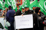 Roma 24 Novembre 2009.Ministero dell'Agricoltura.Gli agricoltori della Cia Confederazione italiana agricoltori manifestano per chiedere al governo interventi incisivi a favore di un settore messo in ginocchio dalla crisi economica..Rome 24 November 2009.Ministry of Agriculture.Farmers in the Italian Farmers Confederation Cia appear to demand the government far-reaching measures in favor of an industry brought to its knees by economic crisis..the banner reads: Political doped