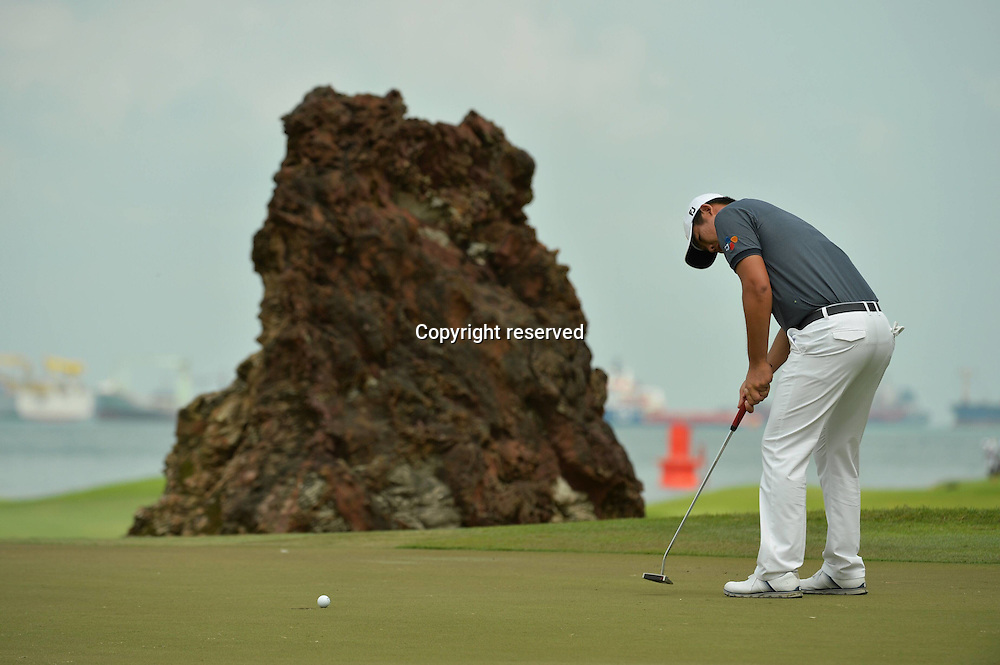 29.01.2016. Singapore.  An Byeong-hun of South Korea putting during the SMBC Singapore Open held at Singapores Sentosa Golf Club Serapong course, Jan. 29, 2016. The SMBC Singapore Open is into the second day of competition.