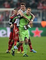 FUSSBALL  CHAMPIONS LEAGUE  VIERTELFINALE  HINSPIEL  2012/2013      FC Bayern Muenchen - Juventus Turin       02.04.2013 Mario Mandzukic (li) und Torwart Manuel Neuer (re, beide FC Bayern Muenchen) freuen sich nach dem Abpfiff