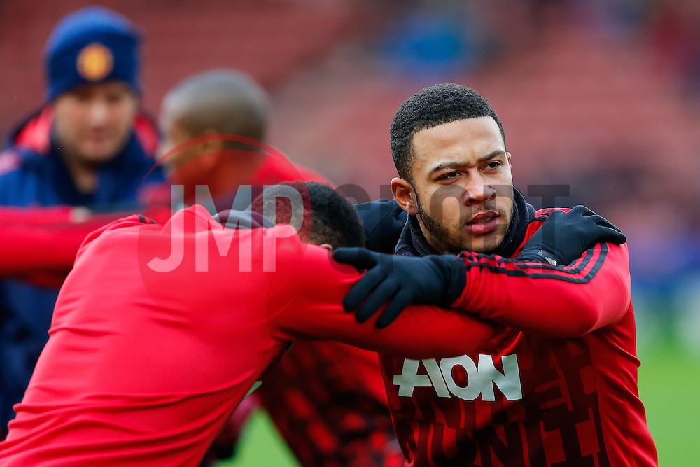 Memphis Depay of Manchester United warms up - Mandatory byline: Rogan Thomson/JMP - 26/12/2015 - FOOTBALL - Britannia Stadium - Stoke, England - Stoke City v Manchester United - Barclays Premier League - Boxing Day Fixture.