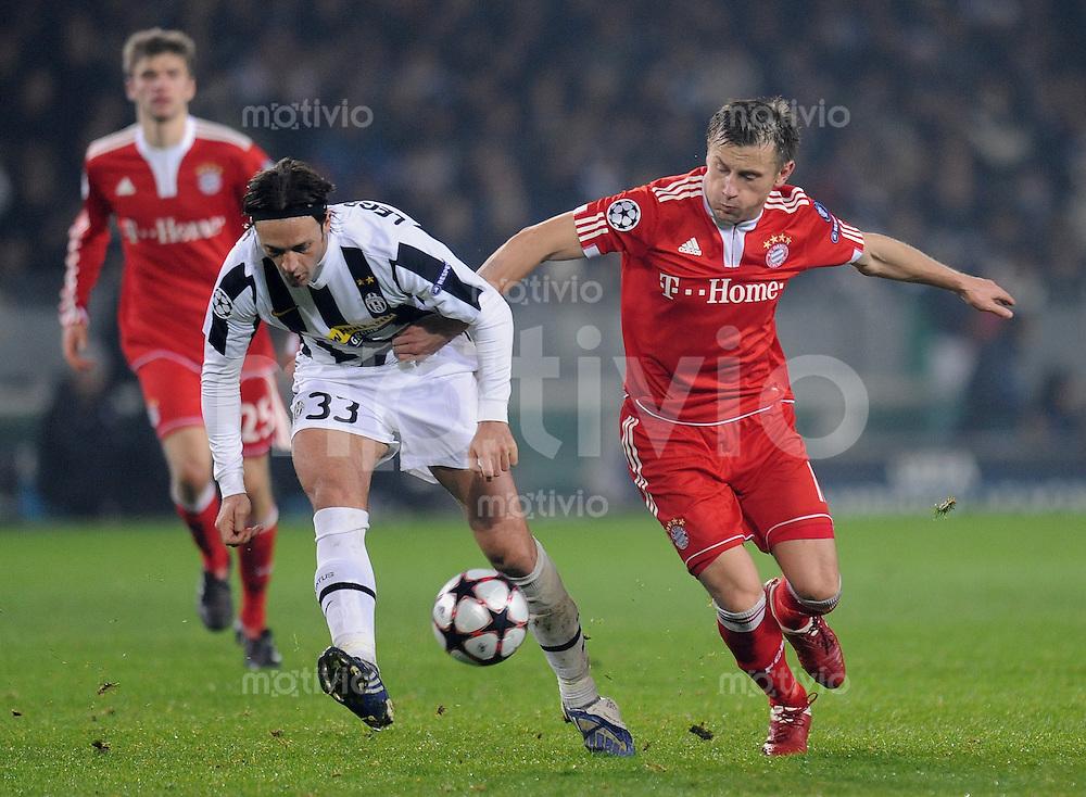 FUSSBALL  International  Champions League  SAISON 2009/2010   08.12.2009 Juventus Turin - FC Bayern  Muenchen  Ivica Olic (re, FCB)  gegen  Nicola Legrottaglie  (Juve)