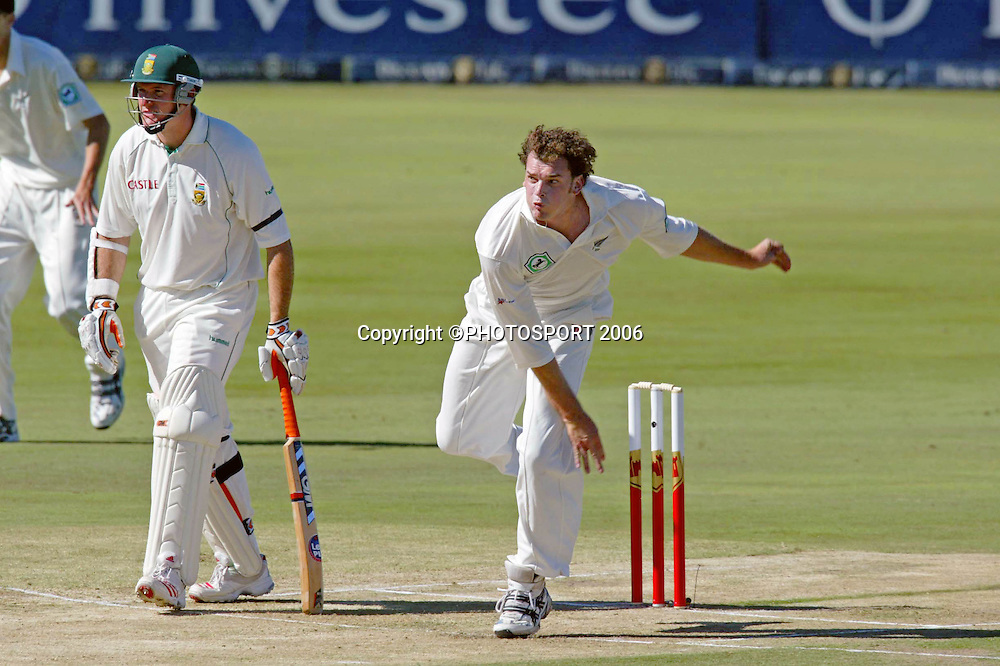 New Zealand's Kyle Mills bowling during day one of the first cricket test between South Africa and New Zealand at SuperSport Park, Centurion, South Africa on Saturday 15 April, 2006. Photo: Africa Visuals/PHOTOSPORT**NZ USE ONLY**<br /> <br /> 150406
