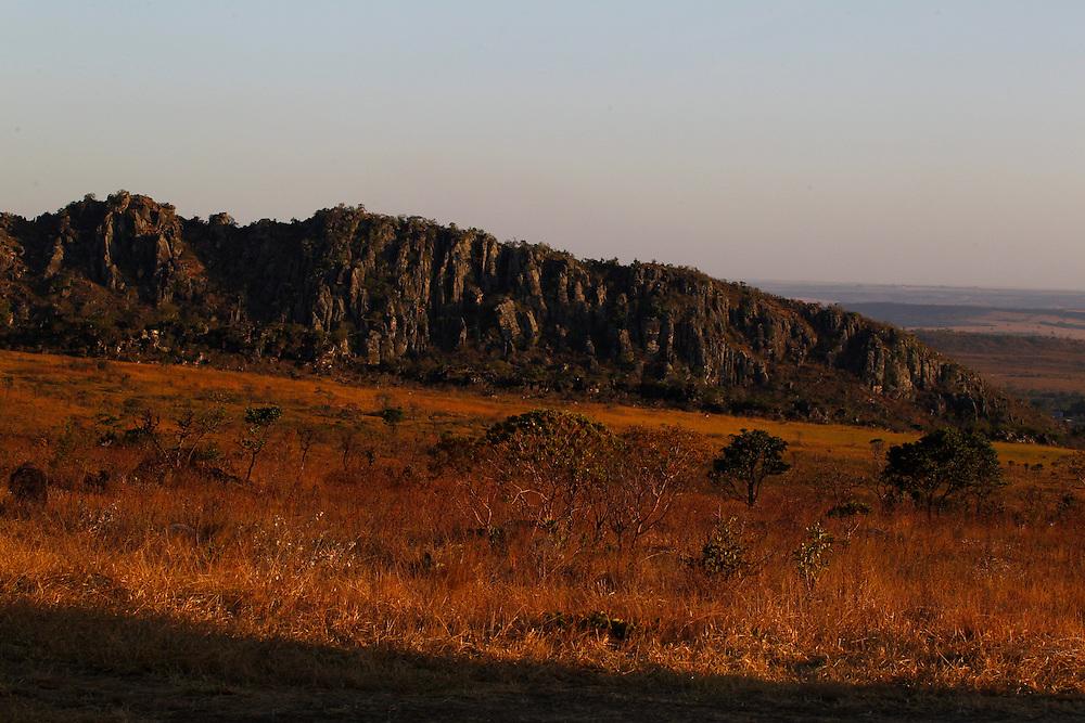 Pirenopolis_GO, Brasil.<br /> <br /> Parque Estadual da Serra dos Pireneus,APA, Morro do Cabeludo no fundo.Divisor de aguas das bacias platina e amazonica e limite entre os tres municipios envolvidos; o morro do Cabeludo e as nascentes do rio das Almas e do rio Corumba, que surgem nas encostas da Serra dos Pireneus./ <br /> <br /> State Park of Serra dos Pireneus, it contains the Pireneus Peak and the watershed divisions for the Platina and Amazon basins and limits the boundaries of the three towns. It also includes Cabeludo hill and the sources of the Almas and Corumba rivers.<br /> <br /> Foto: MARCUS DESIMONI / NITRO