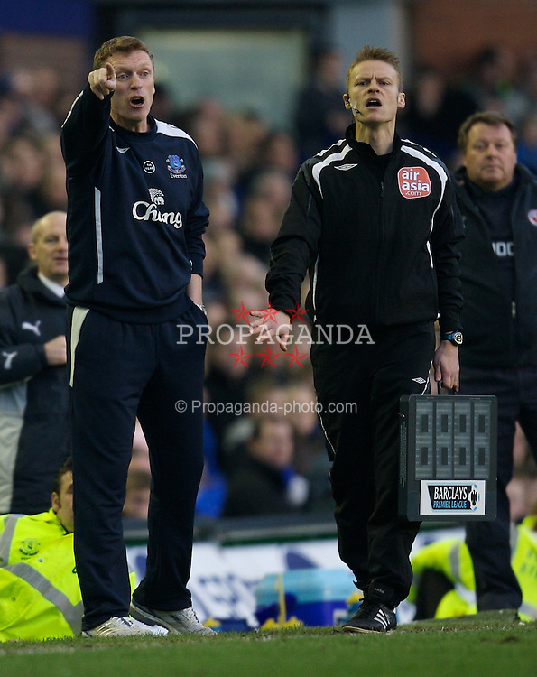 LIVERPOOL, ENGLAND - Saturday, February 9, 2008: Everton's manager David Moyes during the Premiership match against Reading at Goodison Park. (Photo by David Rawcliffe/Propaganda)