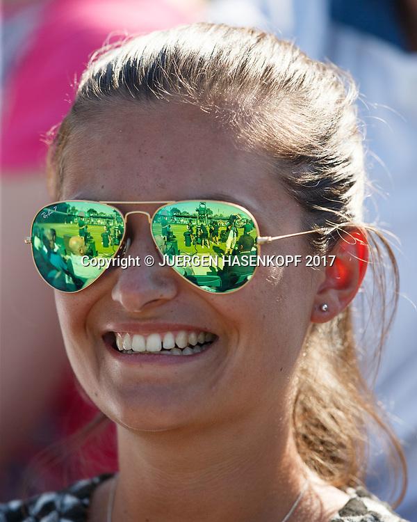 Wimbledon Feature, Spiegelung in der Sonnenbrille einer Zuschauerin,Nahaufnahme,<br /> <br /> Tennis - Wimbledon 2017 - Grand Slam ITF / ATP / WTA -  AELTC - London -  - Great Britain  - 5 July 2017.