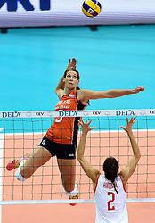 03-10-2015 NED: Volleyball European Championship Semi Final Nederland - Turkije, Rotterdam<br /> Nederland verslaat Turkije in de halve finale met ruime cijfers 3-0 / Robin de Kruijf #5