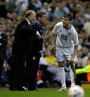Photo: Jed Wee.<br /> Leeds United v Preston North End. Coca Cola Championship. Play-off, First Leg. 05/05/2006. <br /> <br /> Leeds' Eirik Bakke (R) receives instructions from manager Kevin Blackwell (L).