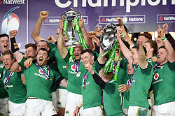 Ireland celebrate as Rory Best lifts the 6 Nations trophy in celebration - Mandatory byline: Patrick Khachfe/JMP - 07966 386802 - 17/03/2018 - RUGBY UNION - Twickenham Stadium - London, England - England v Ireland - Natwest 6 Nations