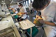 Nederland, Nijmegen, 24-10-2006Studenten tandheelkunde oefenen op een pop, fantoom, fantoompop.Foto: Flip Franssen