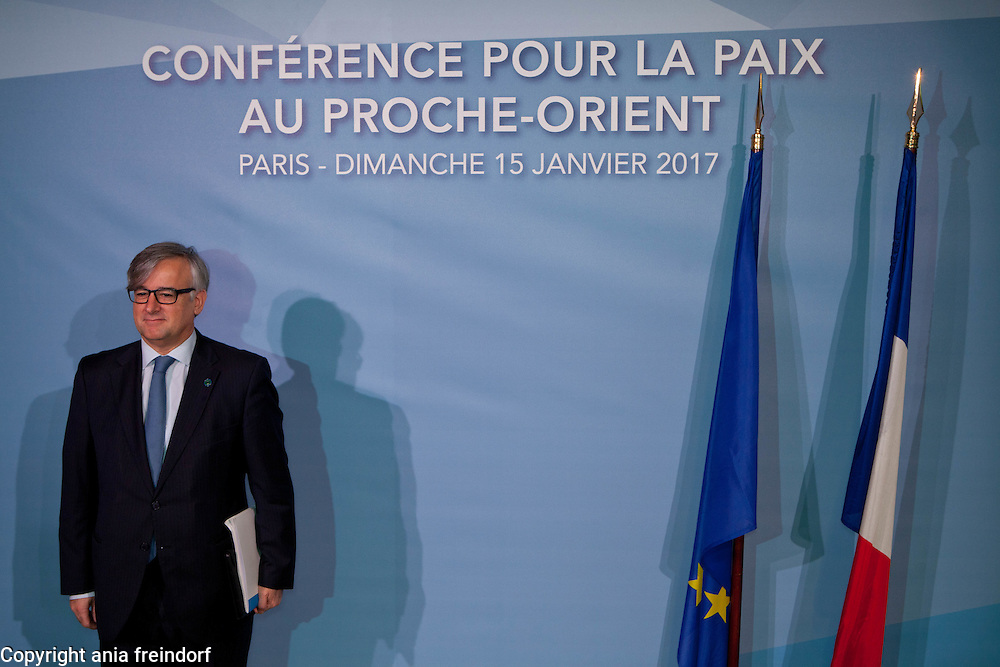 Middle East Peace Conference, Paris, France. International summit. 7O countries have participated in the summit. SPAIN, Ignacio Ybanez, Secretary of State of Foreign Affairs