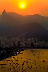 Vista aérea da enseada de Botafogo com Cristo Redentor ao fundo, na entrada da Baía da Guanabara. FOTO: Marcelo Campos/Preview.com