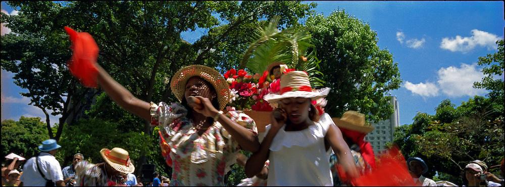 Los tambores de Curiepe que se tocan y bailan en la fiesta de San Juan, son reconocidos nacional e internacionalmente, gracias a la integridad y lealtad a sus or&iacute;genes. Todos los a&ntilde;os durante la bajada de los Palmeros de Chacao se encargan de esperarlos y recibirlos. Caracas 04 de abril del 2005. <br /> Photography by Aaron Sosa