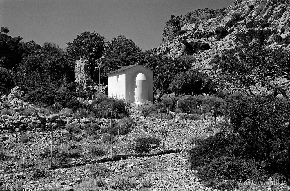 Small church near Diklina in Crete  - Kirkja sem er skammt frá Diklina, Krít