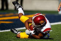 BERKELEY, CA - SEPTEMBER 23:  Linebacker Uchenna Nwosu #42 of the USC Trojans recovers a fumble during the fourth quarter against the California Golden Bears at California Memorial Stadium on September 23, 2017 in Berkeley, California. The USC Trojans defeated the California Golden Bears 30-20. (Photo by Jason O. Watson/Getty Images) *** Local Caption *** Uchenna Nwosu