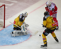 04.04.2017, Albert Schultz Halle, Wien, AUT, EBEL, UPC Vienna Capitals vs EC KAC, Finale, im Bild Jean Philippe Lamoureux (UPC Vienna Capitals), Philippe Lakos (UPC Vienna Capitals) und Ziga Pance (EC KAC) // during the Erste Bank Icehockey League final match between UPC Vienna Capitals and EC KAC at the Albert Schultz Ice Arena, Vienna, Austria on 2017/04/04. EXPA Pictures © 2017, PhotoCredit: EXPA/ Thomas Haumer