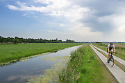 In Groenekan rijdt een man op een racefiets door de polder.<br /> <br /> In Groenekan a man is cycling on a road bike.