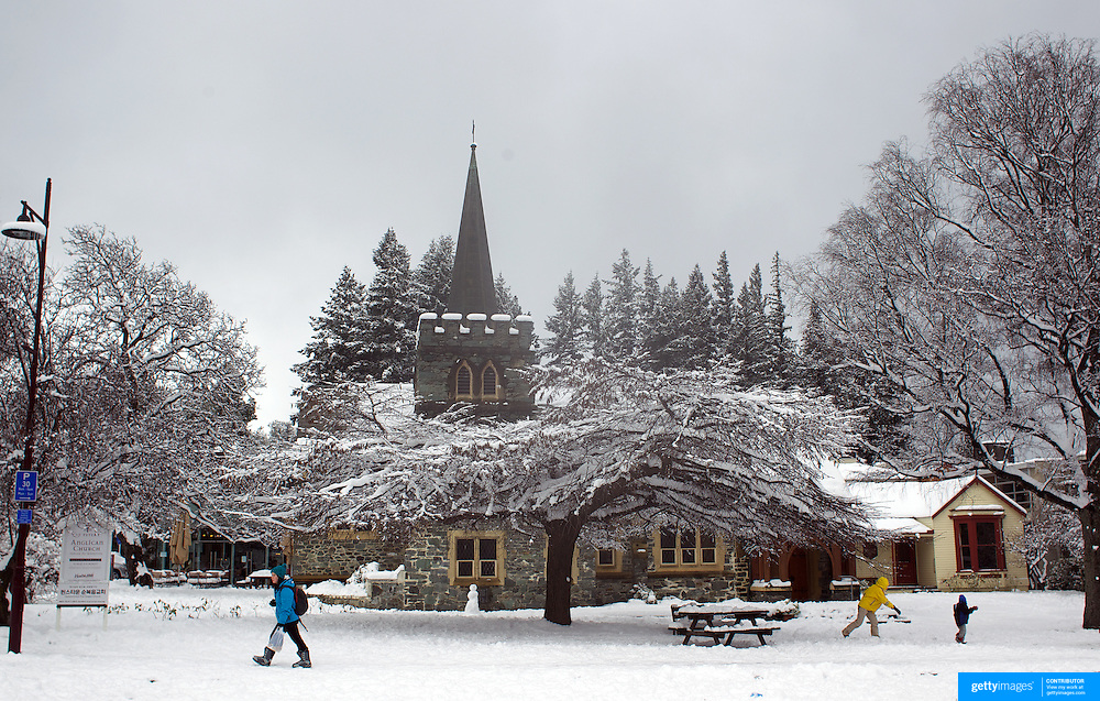 St. Peter's Anglican Church, Queenstown after the biggest snow storm in New Zealand in the past 50 years. Queenstown, New Zealand, 16th August 2011. Photo Tim Clayton