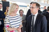 05 JUN 2018, BERLIN/GERMANY:<br /> Manuela Schwesig (L), SPD, Ministerpraesidentin Mecklenburg-Vorpommern, und Heiko Maas (R), SPD, Bundesaussenminister, im Gespraech, Spargelfahrt des Seeheimer Kreises der SPD, Anleger Wannsee<br /> IMAGE: 20180605-01-085
