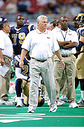 Head Coach Mike Martz of the St. Louis Rams on the sidelines in a 15 to 14 win over the New York Giants on 10/14/2001..©Wesley Hitt/NFL Photos