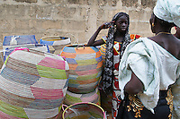 Sénégal, Region de Thies, marché de vannerie. // Senegal. Market of basketry near Thies.