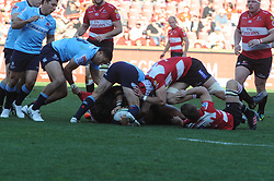 28-07-18 Emirates Airline Park, Johannesburg. Super Rugby semi-final Emirates Lions vs NSW Waratahs. 2nd half. Michael Wells pulls the shirt of a Lions team player in a loose scrum. <br />  Picture: Karen Sandison/African News Agency (ANA)