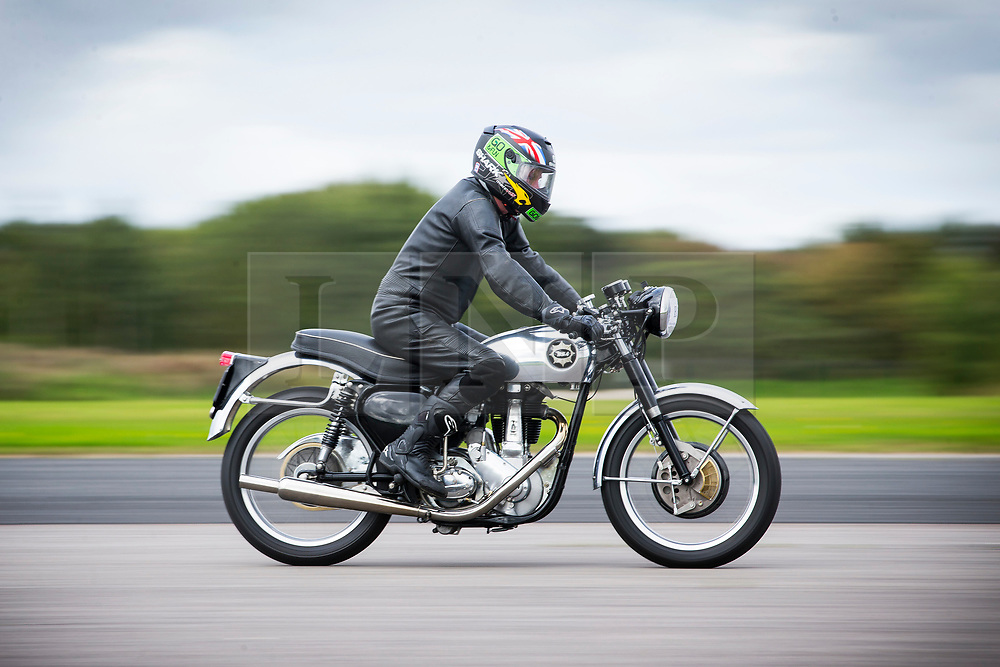 © Licensed to London News Pictures. 16/09/2017. York UK. Andy Higham races his 1955 B31 400cc BSA along the runway at the Straighliners Top Speed weekend at Elvington airfield near York today. The eveny is similar to the famous Bonneville land speed events in the US only lower cost & more convenient for Europeans. Photo credit: Andrew McCaren/LNP