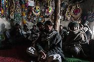 """Afghanistan. Afghanistan. A TEA HOUSE """"TCHAI KHANA"""" IN MIR ZAKAH VILLAGE  PAKTIA PROVINCE      / UN SALON DE THE , """"TCHAI KHANA"""" DANS LE VILLAGE DE MIR ZAKAH   PROVINCE DU PAKTIA,      / L0009850"""