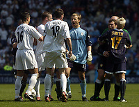 Photo. Glyn Thomas.<br /> Bolton Wanderers v Leeds United. <br /> FA Barclaycard Premiership. 02/05/2004.<br /> Mark Viduka (L) is restrained by the referee and Alan Smith after a clash with Nicky Hunt. Viduka was then shown the red card.